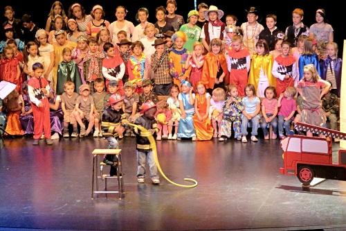 Le spectacle musical de fin d'année scolaire 2011-2012, de l'Ecole Saint Bernard..