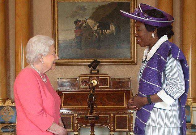 La reine reçoit