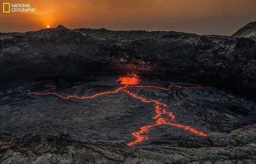 La lave de ce volcan ressemble à un bonhomme, Erta Ale, Ethiopie