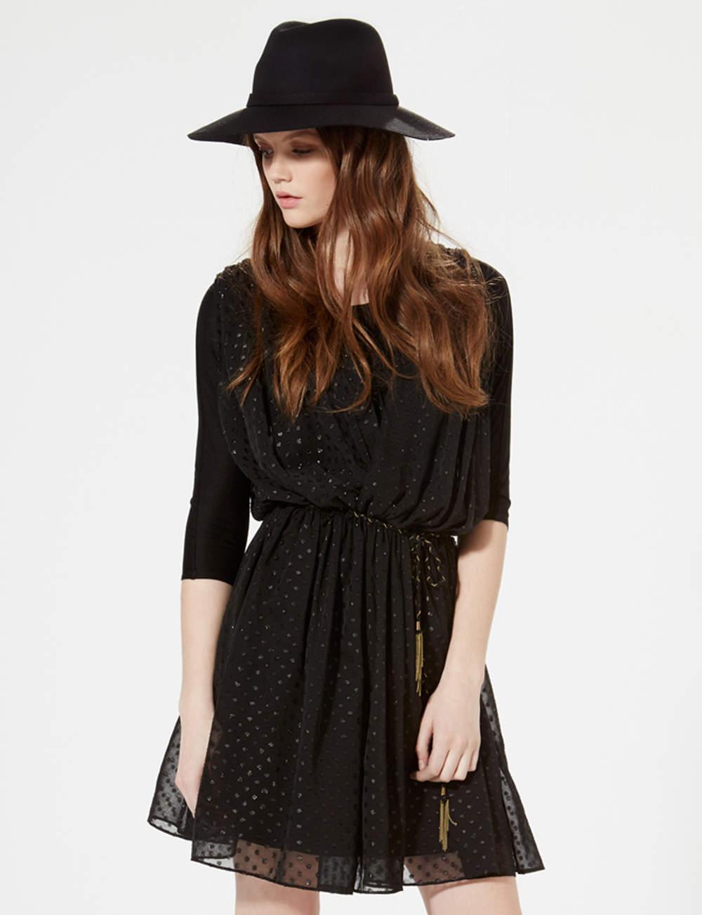 Robe noire : décolletée V