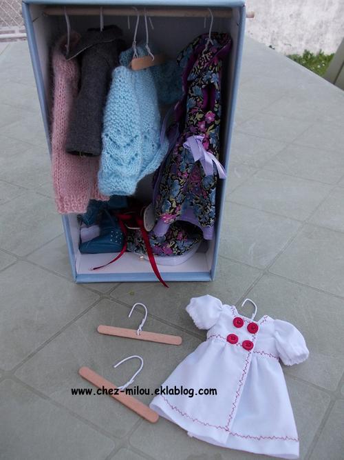 Une armoire pour des vêtements particuliers