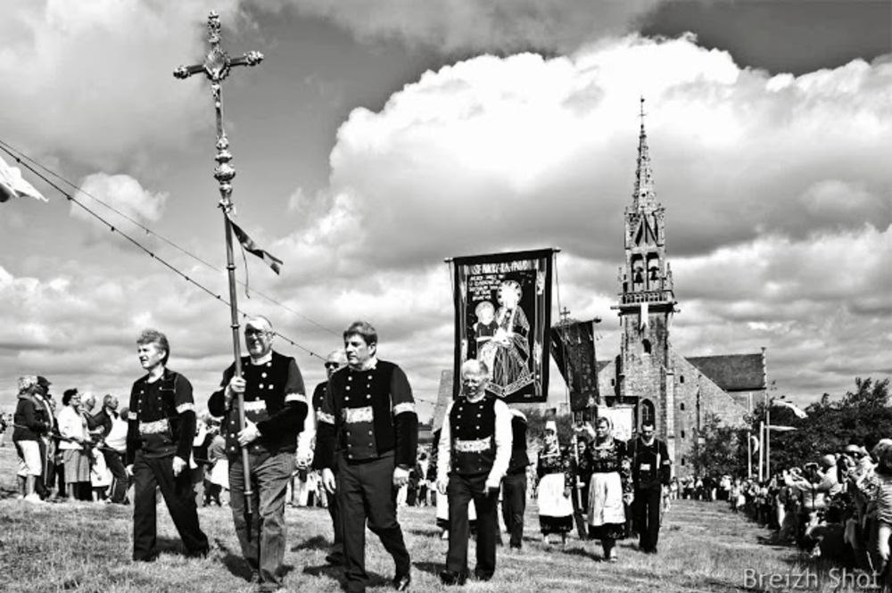 La grande procession de Sainte-Anne la Palud