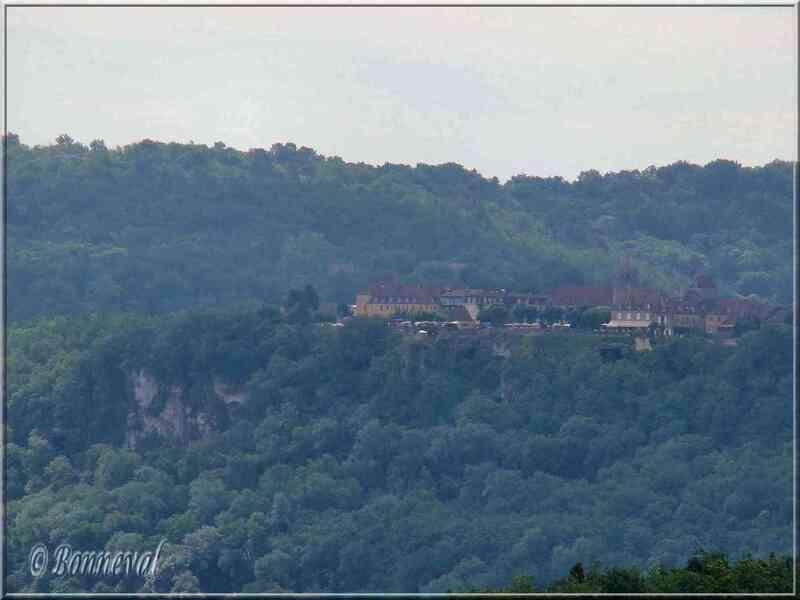 Domme Dordogne la bastide vue des Jardins de Marqueyssac