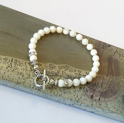 Bracelet Corail blanc boules boules 6mm / Plaqué Argent