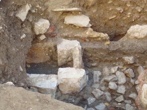 Saillans - fouilles Grande Rue - tombes - 15 12 13;