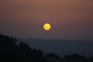 Réfraction atmosphérique et lever de soleil