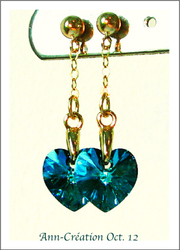 Boucles Clous - Petits Coeurs Cristal de Swarovski Bermuda Blue AB / Plaqué Or GF