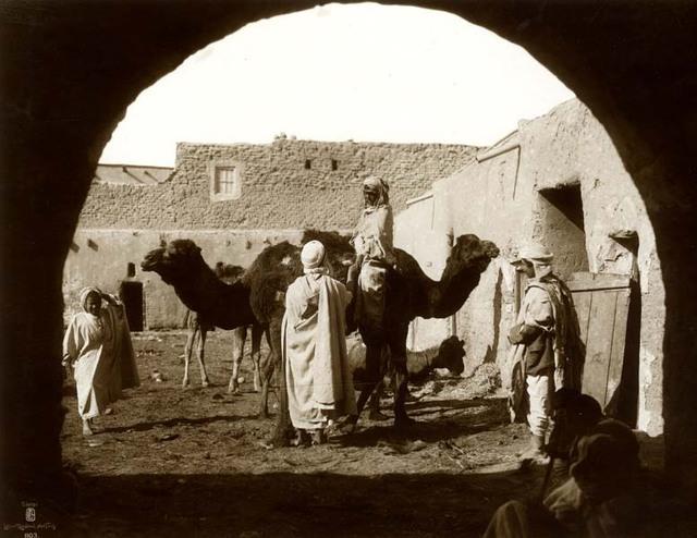 Méhariste dans une rue. 1910
