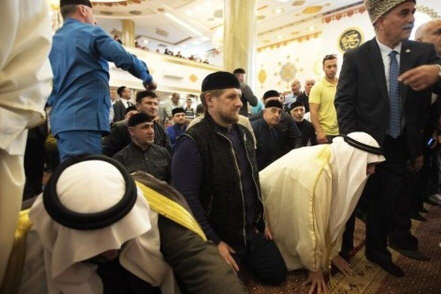 Le président tchétchène Ramzan Kadyrov dans la nouvelle mosquée d'Abou Ghosh en Israël, le 23 mars 2014.