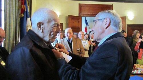 """""""Médaille du mérite pour Noël Houssaye"""""""