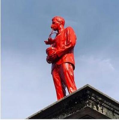L'histoire des deux sculptures géantes installées en cachette à Paris