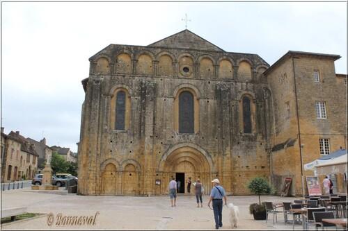 Abbaye de Cadouin Dordogne l'église abbatiale romane 12ème siècle