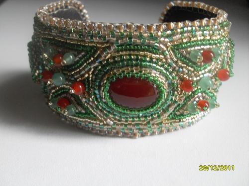 bracelet brodé cornaline