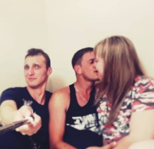 being a third wheel is never easy 640 04 Dont be Forever Alone on a Friday! (30 Photos)