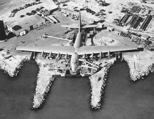 Hughes H-4 Hercules, (Le Spruce Goose)