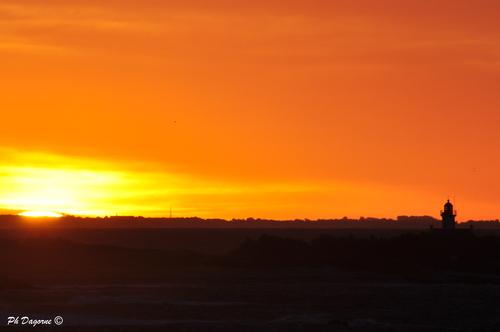 Groix... L'aube est comme une frise...