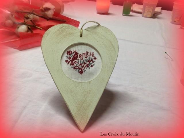 Un coeur magnifique brodé par Josiane en 1 fil sur 1 fil avec un doigt en moins. Josiane bravo