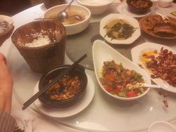 Repas dans un bon restaurant traditionnel