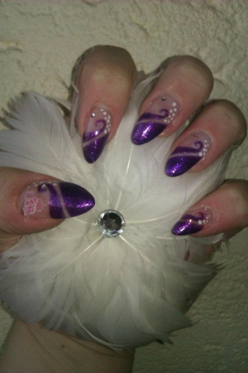"Nail Art en violet Séduction avec le vernis Kinetics ""Luxury Purple"""