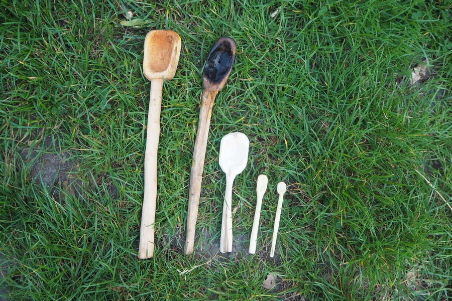 Sculpter des cuillères en bois