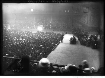 1909 Grève des postiers à l'hippodrome, meeting du 14 mai 1909, Pataud secrétaire du syndicat des électriciens à la tribune