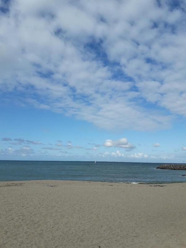 Quand les nuages arrivent sur la plage