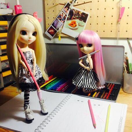 Séance photo de mes dolls  qui envahissent mon bureau !!!!!!
