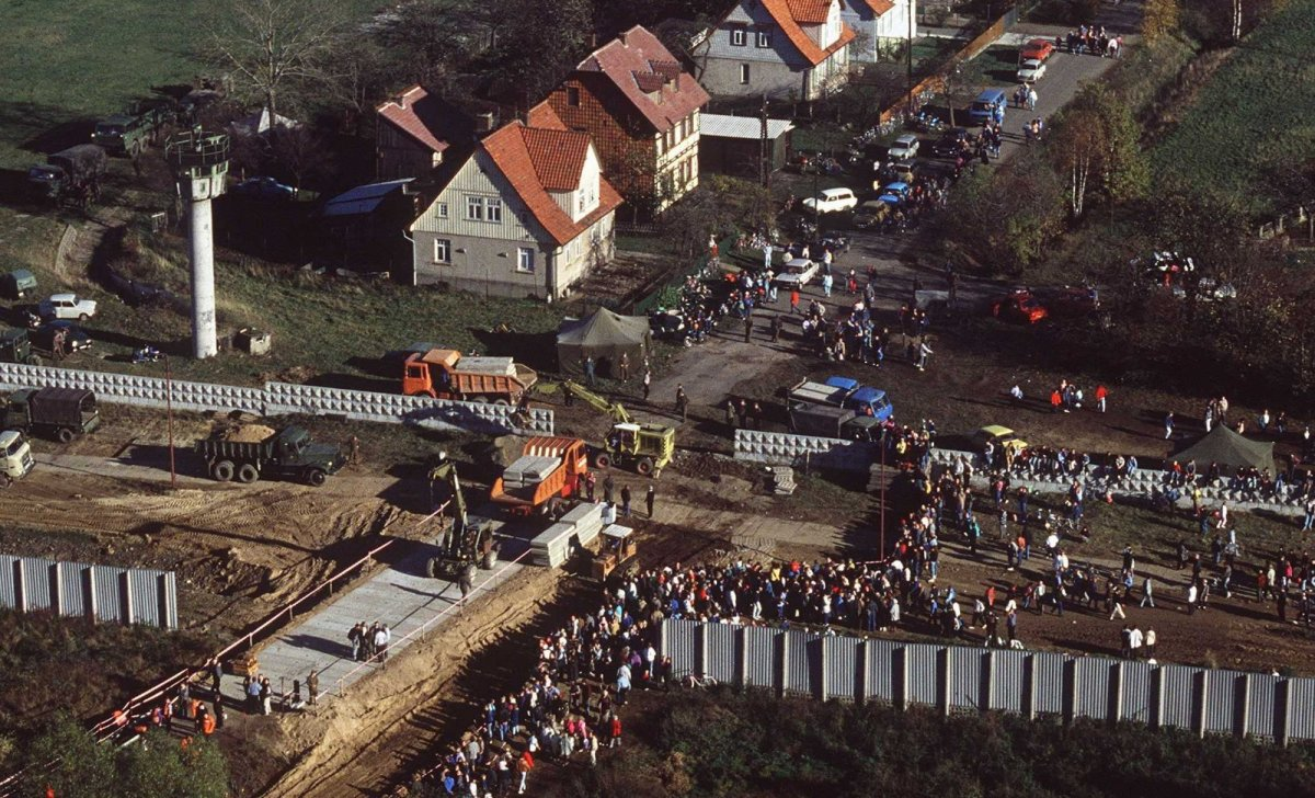 1989 Chute du mur Prise de vue aérienne près de Postdam Allemagne-est le 12 novembre 1989