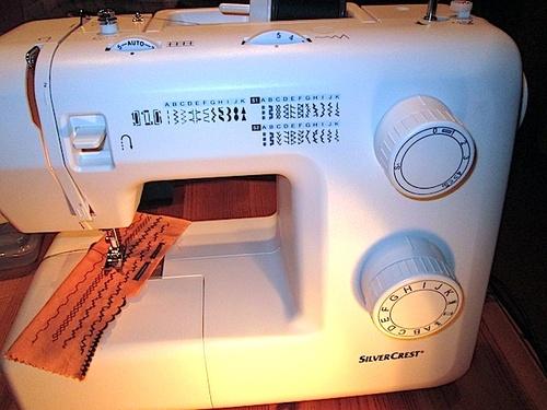 Le Salon de Couture investit dans une machine à coudre