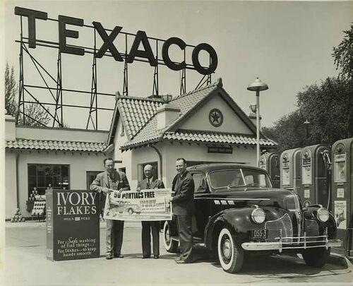 02 - L'automobile, les stations service, en Amérique, en noir et blanc