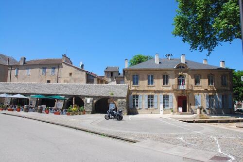 Mairie et Halle de Nant