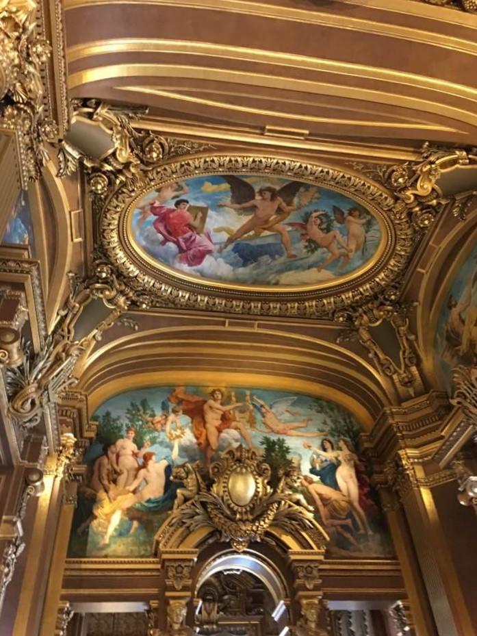 Dans Paris...