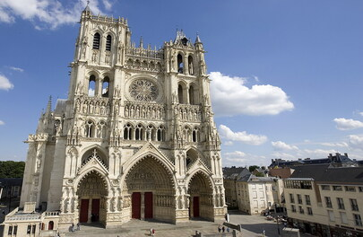 Un enfant perdu dans Amiens