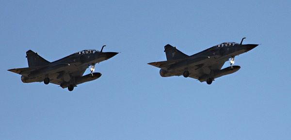 duo avions de chasse -1-