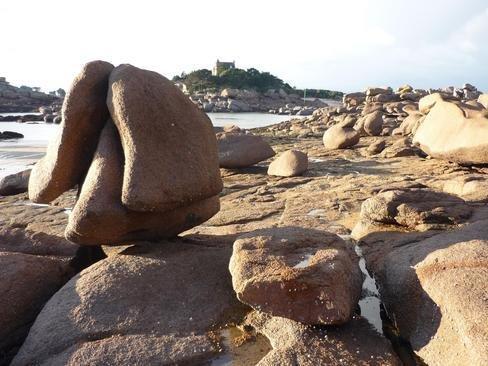 plage_de_saint_guirec_a_ploumanach_imagelarge.jpg