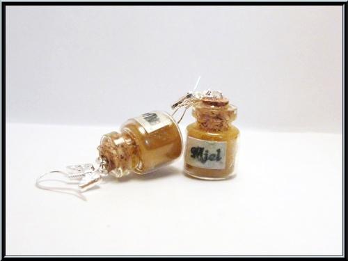 Boucles d'oreille petit pôt de miel.