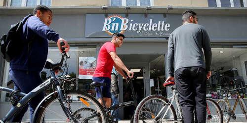En France, les magasins de vélos en plein essor, boostés par la hausse de la pratique de la bicyclette