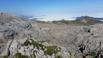 Vue du sommet: la vallée de Lescun
