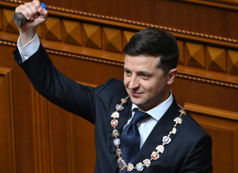 Ukraine: l'ex-comédien Volodomyr Zelensky investi président