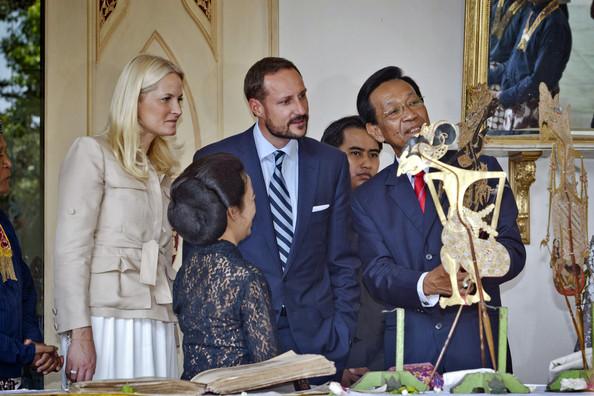 Mette Marit et Haakon chez le sultan