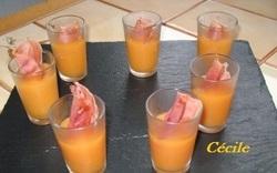 Soupe de melon et son croustillant de Serrano