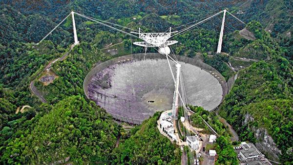 Porto Rico- Le radiotélescope géant d'Arecibo s'est effondré