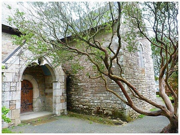 chapelle-avec-arbre.jpg