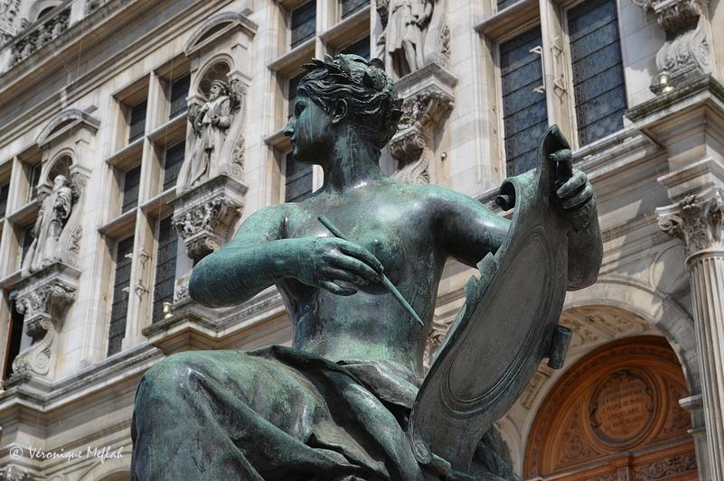L'Hôtel de Ville : La Science, par Jules Blanchard et l'Art, par Laurent Marqueste