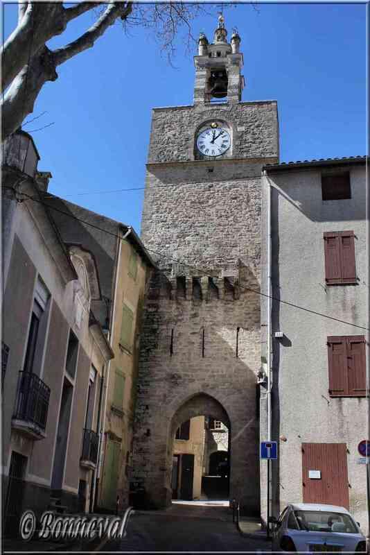 Cucuron Vaucluse campanile sur la Tour de l'Horloge