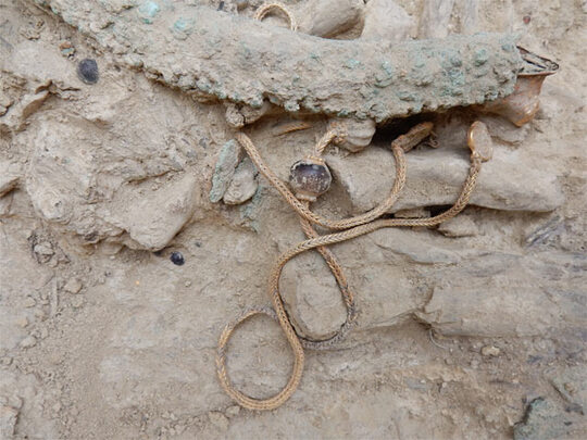 Riche tombe inviolée à Pylos (Péloponnèse S-O)