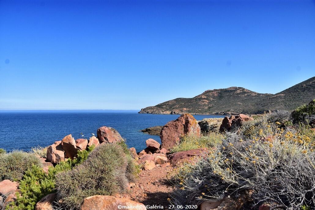 Rochers du bord de mer d'une rando à Galéria - Corse