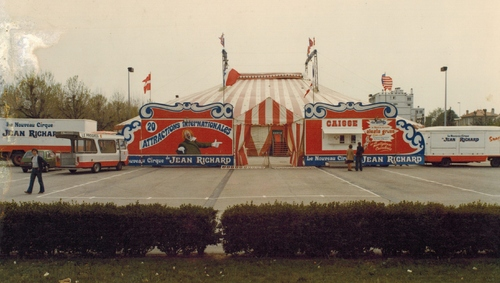 belle façade du Nouveau Cirque de Jean Richard en 1977