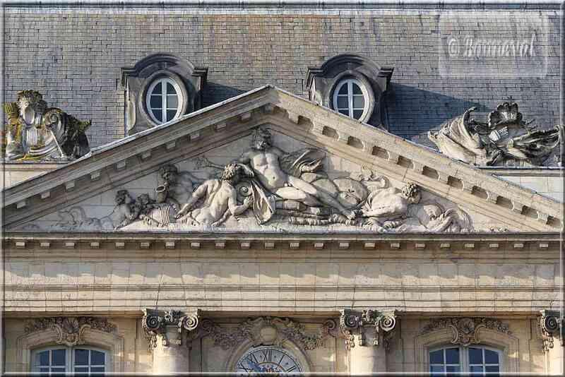 Bordeaux Place de la Bourse fronton de Neptune