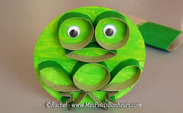 grenouille-bricolage-en-rouleaux-de-papier-WC.jpg